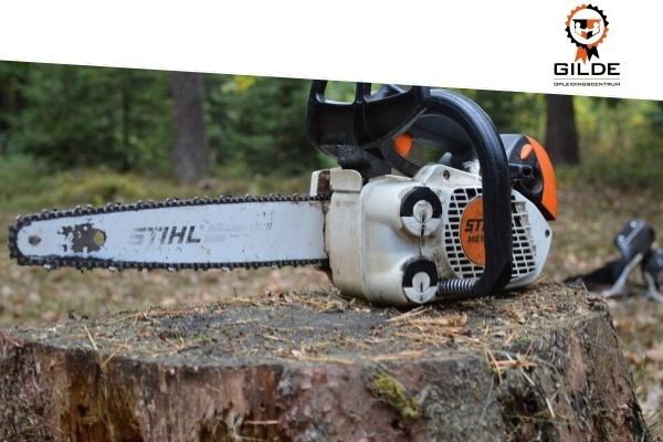 Safe Working with chainsaw new